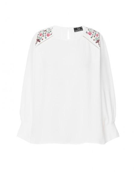 Blusón liso con bordado flores
